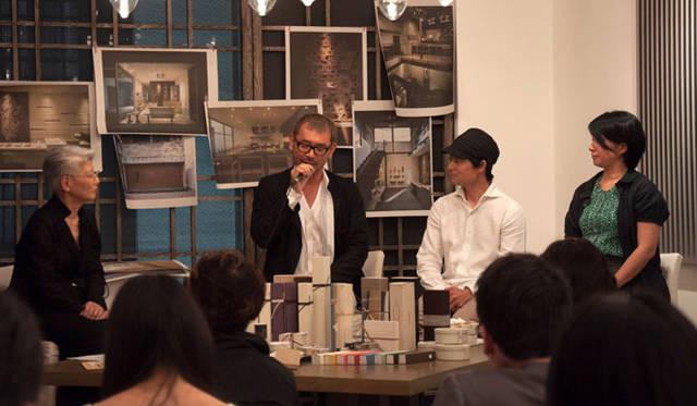 <strong>HIGASHIYA|ひがしや</strong> HIGASHIYA10周年記念トークショー 中央左の男性がHIGASHIYA代表 緒方慎一郎氏、右がファッションデザイナー 皆川 明氏、右端が美術家 ミヤケマイさん