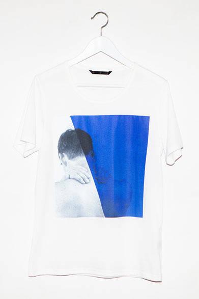 <strong>ato|アトウ</strong>  ato×Thomas Dozol コラボレーション 「Michael(Blue), 2010」 Tシャツ1万2600円