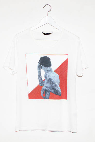 <strong>ato|アトウ</strong>  ato×Thomas Dozol コラボレーション 「Black Ink #2 , 2013」 Tシャツ1万2600円