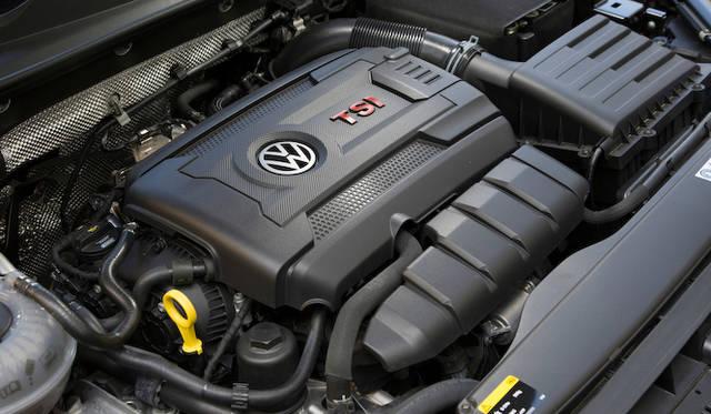 EA888という型式の1,984cc 直列4気筒 ターボエンジン。最高出力162 kW(220ps)/ 4,500-6,200 rpm、最大トルク350Nm / 1,500-4,400 rpm。マルチポイント噴射が追加されるなど、アップデートを受けている