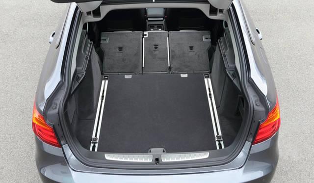 ラゲッジ容量は520-1,600リットルと、ワゴンボディをもつ、3シリーズ ツーリングを凌ぐ容量
