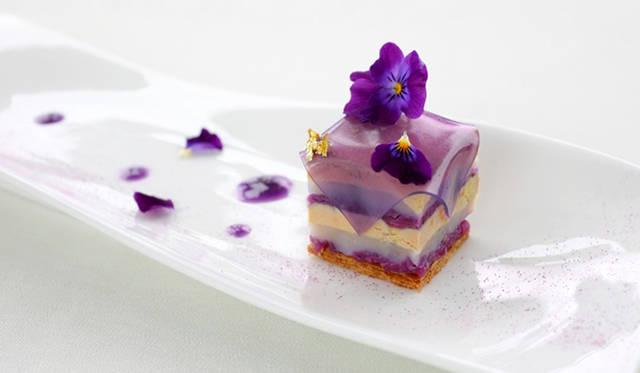 「フォワグラ・帆立貝・紫キャベツのプレッセ」