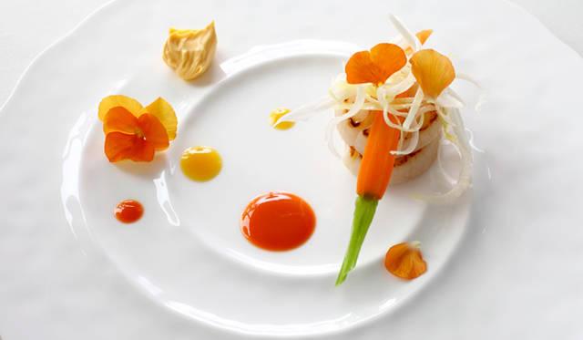 「粉山椒の香り立つ北海道産帆立貝の片面焼き」