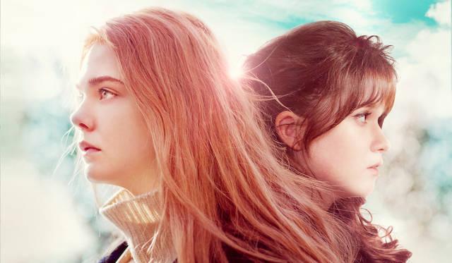主演のエル・ファニング(左)と、親友役のアリス・イングラート © BRITISH FILM INSTITUTE AND APB FILMS LTD 2012