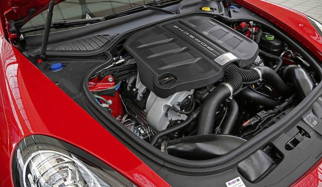 新エンジンとなる3.0リッターV型6気筒ツインターボ。小排気量化と性能向上を同時に達成した。