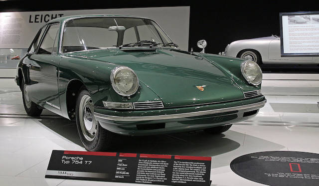 F.A.ポルシェデザインのT7(1956年)は911の原型だが、セダンのようなノッチバック型をとる