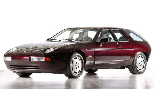 1991年に登場した928ベースの4ドアコンワゴン型コンセプトモデル。2台存在するといわれる。989とよばれるモデルの外観はこれよりもずっと911に近い