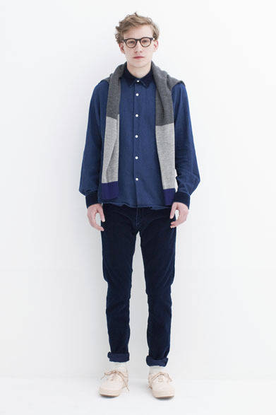 "<strong>BLACK & BLUE|ブラック アンド ブルー</strong> <a href=""/article/17469"" class=""link12lh15blue"">2013-14年秋冬コレクション</a> Wool/cashmere sweater 3万1500円、Indigo oxford shirts 2万6250円、Indigo corduroy 5pocket pants 2万2050円"