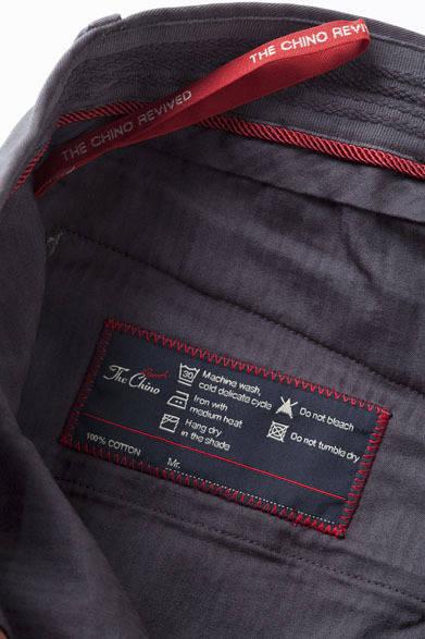 <strong>The Chino|ザ・チノ</strong> 「The Chino Revived(ザ・チノ リヴァイブド)」 縫い付けされた織りのISOウォッシングラベル
