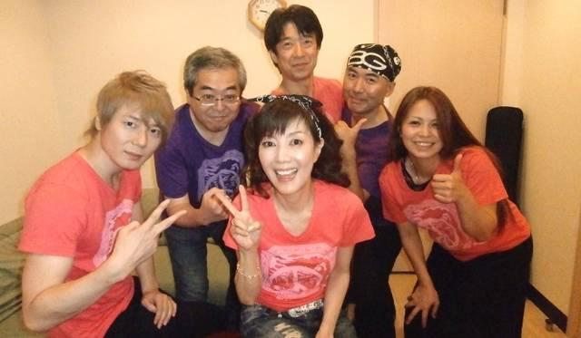 <strong>戸田恵子×植木 豪</strong> 10回目を迎えたカジュアルライブと新作Tシャツを語る<br /><br />  バンドメンバーと