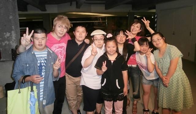 <strong>戸田恵子×植木 豪</strong> 10回目を迎えたカジュアルライブと新作Tシャツを語る<br /><br />  ラブジャンクスのみなんと