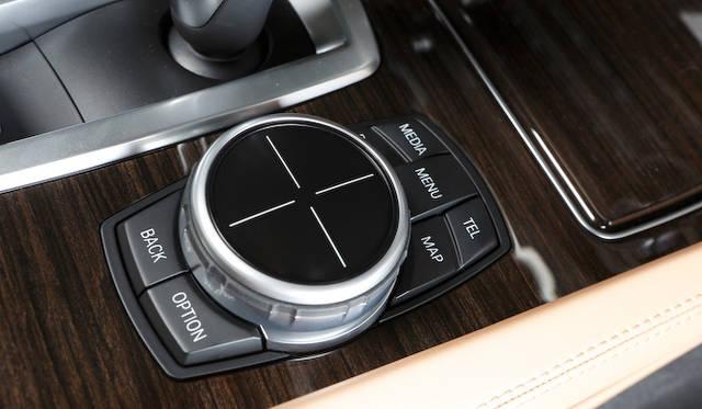 iDriveには、タッチパッド機能が標準採用される