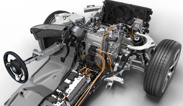 フロントには最高出力96kW(131ps)、最大トルク250Nmを発生する電気モーターを搭載。床下にはバッテリーがおさめられている