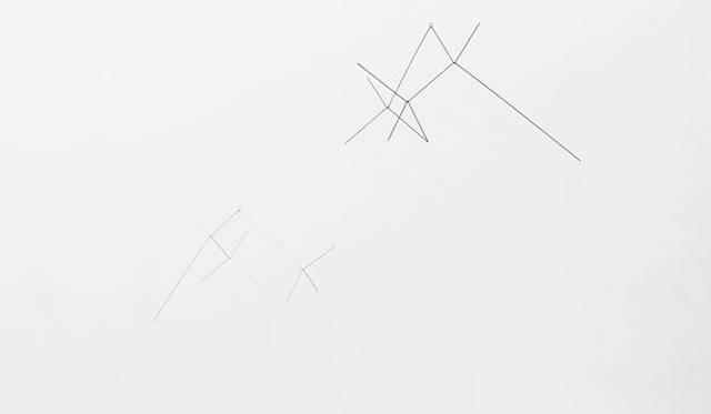 <strong>LIVING MOTIF|リビング・モティーフ</strong>  二俣公一 × E&Y 特別展示 マルチプル/モビール「IN THE SKY」(S/W66.5×D65.6×H37cm)1万80円。(L/W100×D98.8×H54cm)1万4490円