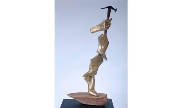 <strong>ART|彫刻家カイディン モニック ル=ウエラー『Jeux de mains メゾンを紡ぎだす手』</strong> &#169;Uwe Ommer