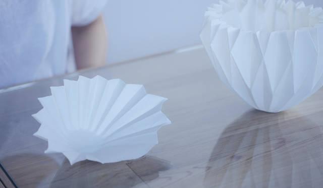 五十嵐瞳氏の受賞作「Making Porcelain with an ORIGAMI」(磁器を折り紙で作る)