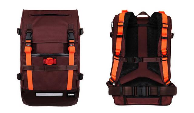 <strong>T-LEVEL|ティーレベル</strong> 「Macaframa SF」は、サンフランシスコを拠点に活動している世界的に有名なピストサイクルチーム。「Challenger 32L Backpack」をベースに、チームカラーのブラウンとオレンジが特徴的なコラボレーションモデル。「T-Level×Macaframa SF Transit Bag」(世界限定100個)2万7900円