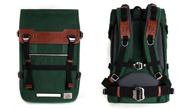 <strong>T-LEVEL|ティーレベル</strong> ワックスコーティングされた生地を使用。長く使うほど独特の風合いが味わえるモデル。「Challenger 32L Backpack Waxed Cotton」2万6900円