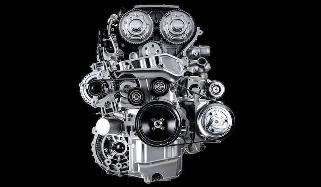 ジュリエッタ クアドリフォリオ ヴェルデの1.75リッター直列4気筒エンジンをベースに、軽量化をはかった4C。最高出力は240ps/6,000rpm、最大トルクは350Nm(35.7kgm)/2,200-4,250rpm。