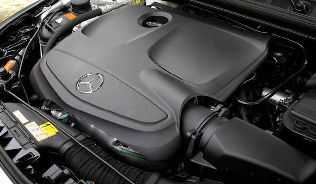 CLA 180に搭載するのは、最高出力90kW(122ps)、最大トルク200Nm(20.4kgm)を発生する、1.6リッターの直列4気筒ターボエンジン