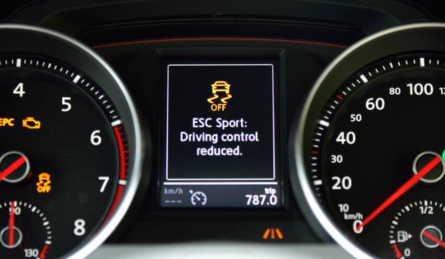 GTIのESC Sportではシステムの介入速度を遅くするプログラムも選べるようになっている