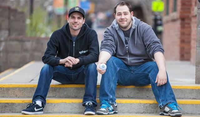 <strong>Orbotix|オルボティクス</strong> ロボティックボール・スマートトイ・ゲームシステム「sphero(スフィロ)2.0」 Orbotix CTOのイアン・バーンスティン氏(左)と、アダム・ウイルソン氏