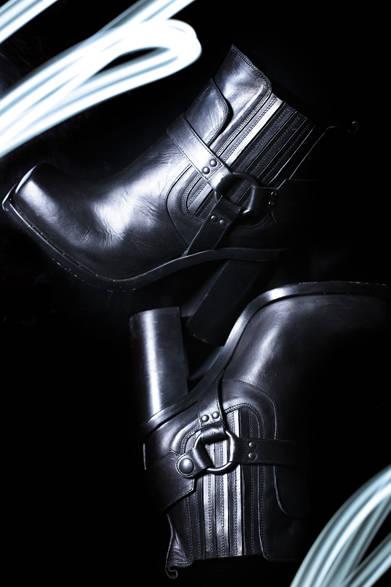 "<strong>DIESEL BLACK GOLD|ディーゼル ブラック ゴールド</strong> 2013-14年秋冬ウィメンズコレクション<br /> ブーツ 9万9750円<br /><br />  <a href=""/gallery/319455"" class=""link12lh15blue""><strong>ディーゼル ブラック ゴールド ウィメンズコレクションを見る</strong></a> <div style=""height: 15px;"">&nbsp;</div>"