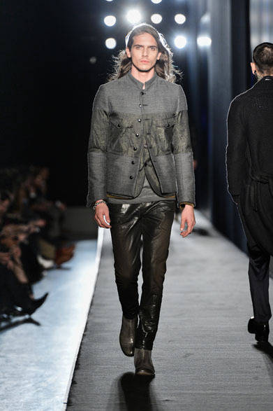 """<strong>DIESEL BLACK GOLD ディーゼル ブラック ゴールド</strong> 2013-14年秋冬メンズコレクション    <br /><br /> <strong><a href=""""/gallery/319043"""">ディーゼル ブラック ゴールド メンズコレクションを見る</a></strong>"""