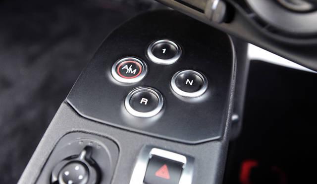 トランスミッションは、乾式6段TCT(2ペダル デュアルクラッチシステム)を組み合わせている。ローンチコントロールもそなわった