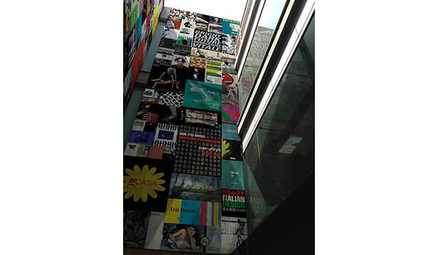4階吹き抜けの空間に作品を表現