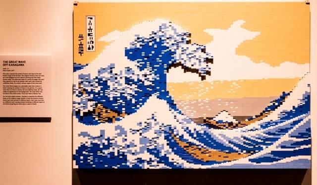 <strong>ART FILE 25|「THE ART OF THE BRICK」</strong> 葛飾北斎の「神奈川沖浪裏」