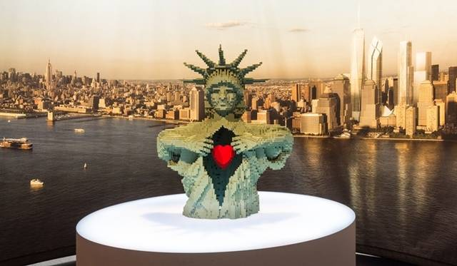 <strong>ART FILE 25|「THE ART OF THE BRICK」</strong> Monumental(記念碑)