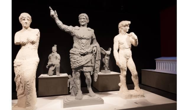 <strong>ART FILE 25|「THE ART OF THE BRICK」</strong> (左より)ミロノビーナス、アウグストゥス像、ミケランジェロのダビデ像