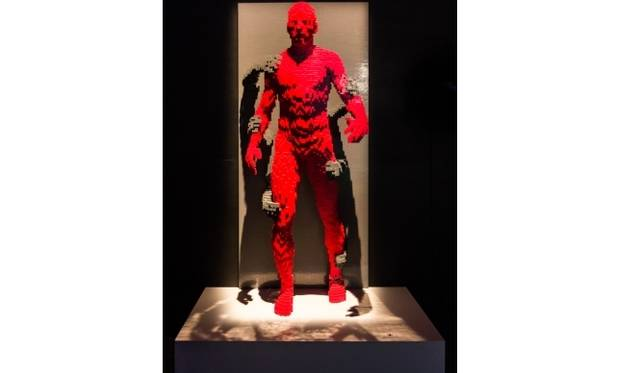 <strong>ART FILE 25|「THE ART OF THE BRICK」</strong> Grasp(握る)