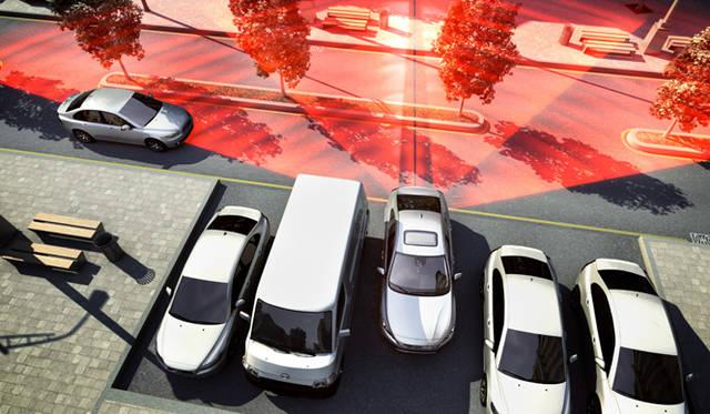 """並行駐車からの後退での脱出時に側方からの接近車両を知らせる""""クロストラフィックアラート"""""""