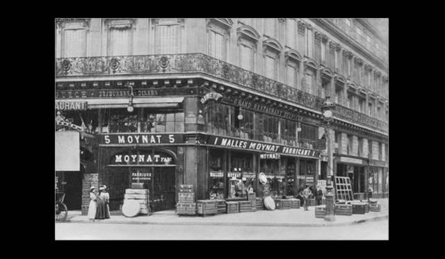 1869年、パリにオープンしたモワナの初のブティック。都市改造計画が完了したあとのパリで、オペラ通りの一番地に店舗を構えた