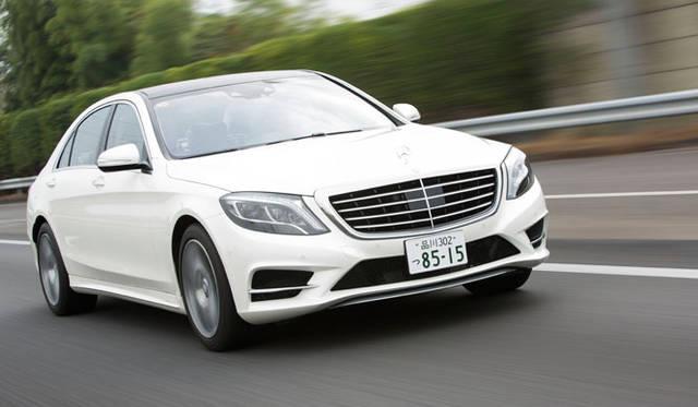 日本では、8年ぶりとなるフルモデルチェンジした6代目を8月に発表。ラインナップと価格(税込)は、エントリーモデルから順に、「S400ハイブリッド(1,090万円)」「S400ハイブリッド エクスクルーシブ(1,270万円)」「S550 ロング(1,545万円)」 「S63 AMGロング(2,340万円)」「S63 AMG 4マチックロング(2,340万円)」という5バリエーション展開。