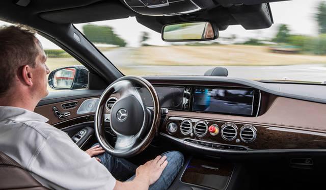 Sクラスに搭載される「インテリジェントドライブ」は、自動運転をも可能にする極めて先進的な基盤技術のひとつだ