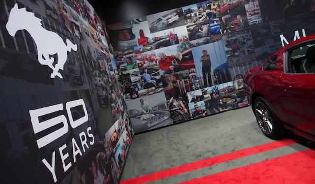 壁面には、世界中のマスタングファンからインスタグラムに寄せられた写真が展示される