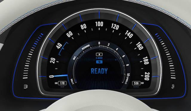 スピードメーターの左に燃料計、右に電池残量計