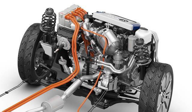 最高出力35kWを発揮する0.8リッター2気筒TDIエンジンに、おなじく最高出力35kWを発生する電気モーターを組みあわせたプラグイン ハイブリッド システム