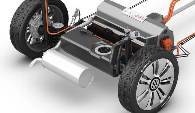 容量8.6kWhのリチウムイオンバッテリーと車内電装向けの12Vバッテリー、さらに容量33リットルの燃料タンクを合わせた「フューエル ストレージ システム」