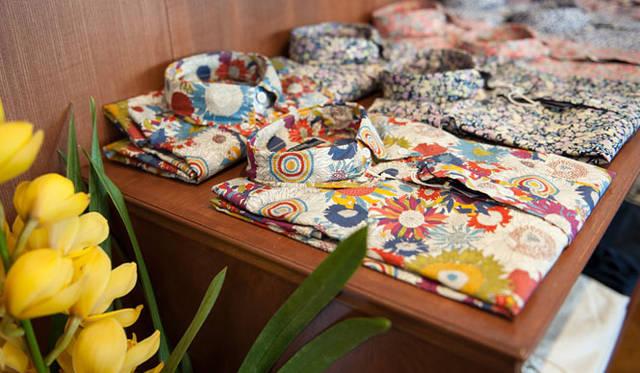<strong>CONCEPTION STUDIO|コンセプション スタジオ</strong> 「OFFERS(オファーズ)恵比寿店」 LIBERTY PRINTのシャツ各1万9950円