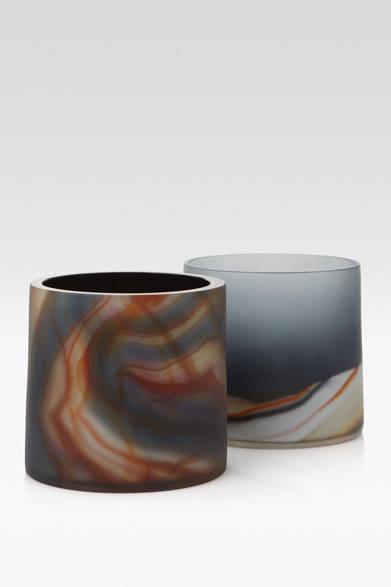 <strong>ARMANI / CASA</strong>  NEW COLLECTION 2013-2014 花器「GALILEO(ガリレオ)」16万5900円<br>熟練した職人が一つひとつ創り出すムラノガラスの花器。伝統的な手法で生み出される幾層にも重なる色の表現は、より洗練した印象をあたえる