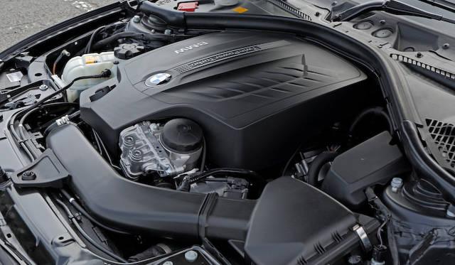 435iに搭載する直列6気筒ツインパワーターボ エンジンは、最高出力225kW(306ps)/5,800rpm、最大トルク400Nm(40.8kgm)/1,200-5,000rpmを発揮