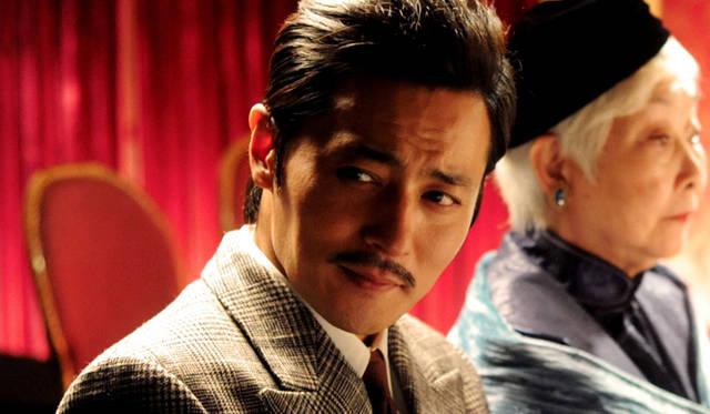 韓国を代表するビッグ・スター、チャン・ドンゴンは、放蕩生活を送るプレイボーイに扮する © 2012 ZonboMedia
