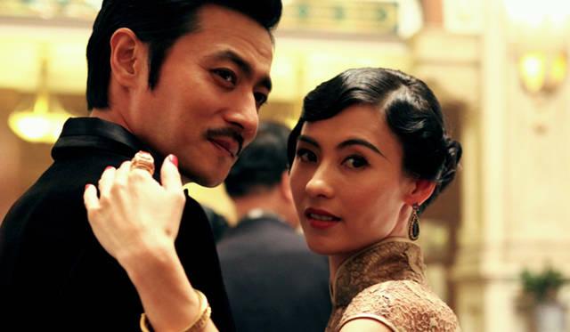 妖艶な悪女には、香港映画界のトップ・スター、セシリア・チャン(右) © 2012 ZonboMedia