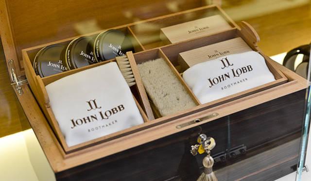 <strong>JOHN LOBB|ジョンロブ</strong> 「ジョンロブ ジャーミンストリート店」のディスプレイ