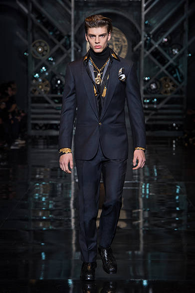 """<strong>VERSACE ヴェルサーチ</strong> <a href=""""/article/21947"""" class=""""link12lh15blue"""">2014-15年秋冬メンズコレクション</a>"""