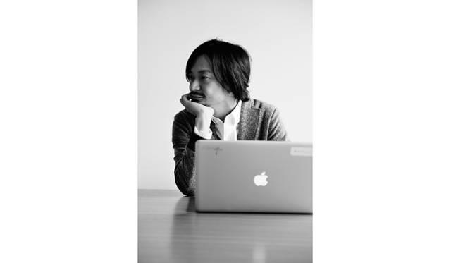 真鍋大度|MANABE Daito<br /> 1976年、東京都生まれ。アーティスト、プログラマーとして活動。デザインファーム「ライゾマティクス」、ハッカーズスペース「4nchor5la6」ディレクター。高度なプログラミング技術と徹底したリサーチ、独創的なアイデアで、多様なジャンルにおいてあらたな境地を切り拓く